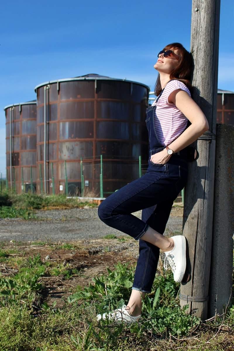 Jeansy na traky a tenisky NOVESTA
